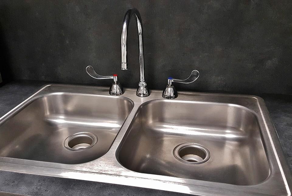 sink on concrete countertop